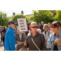 Hyresgäster protesterar mot försäljning av allmännyttiga bostäder i Sala. Foto: Niklas Lundengård