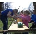 Äventyrliga familjen - härligt familjeäventyr med pannkakor i uteköket och trädklättring i jätteeken!