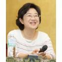 Nahoko Uehashi får H.C. Andersen-medaljen på IBBY:s presskonferens på Bologna bokmässan (Youtube-film)