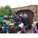 En vagn lastad med romsk kultur kommer till Bohusläns museum.