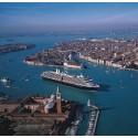 ms Noordam på väg att lägga till i Venedig