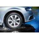 Höllää kaasua vesisateessa – näin vältät auton vesiliirron
