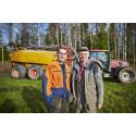 Preem premierar lantbrukare för insats vid branden i Västmanland