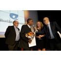 Borlänge Energis representanter tar emot priset för Årets miljöinitiativ.