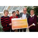 100 000 kronor i donation till Nyckelfonden