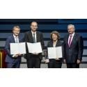 """Projektet """"Natural Rubber from Dandelion"""": Forskare tilldelade  Joseph von Fraunhofer-priset 2015"""