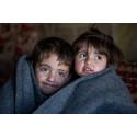 Syriska flyktingbarn får vinterkläder