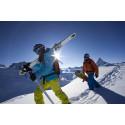 Mountain Adventure med snowboard och skidor