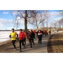 Tusentals löpare värmer upp inför Varvet