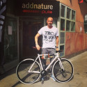 Petters specialdesignade cykel auktioneras för Sverigesimmet