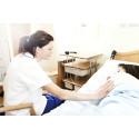 Utbildar sjuksköterskor som ser patienterna