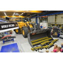 61 stycken LEGO® Technic Volvo L350F hjullstare slår världsrekord i Arvika