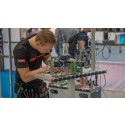 Petter Rustad jobber på et modulært produksjonssystem under Yrkes-EM i Frankrike