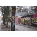 Klotter i anslutning till en laglig graffitivägg i Malmö