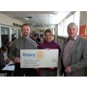 Ridklubben i Hallstahammar fick 15.000 kr av Rotary