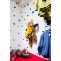 Addnature Kids gillar klätterväggen i nya butiken