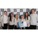 Solfrid Flateby i Kronprinsparets Fond deler ut prestisjetung pris på NM for Ungdomsbedrifter