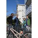 """Premiär för """"Tjäna cykel"""" – idé från USA ger unga  i Bergsjön egen cykel att rusta och behålla"""