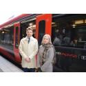 Johan Söör och Anna Johansson vid MTR Express snabbtåg