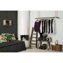 Åhléns visar upp bredden i sitt hållbara sortiment på Airbnb och inreder en hel  lägenhet med Bra val-produkter