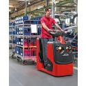 Linde Material Handling utökar sitt sortiment av dragtruckar med en kompakt dragtruck med två tons dragkapacitet