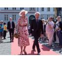 H.M. Dronningen får portræt med arkæologisk aura i fødselsdagsgave