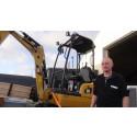 Erling Mogensen går nye veje med sin Cat 301.7 gravemaskine