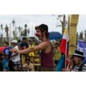 Klovn opptrer på Øst-Samar