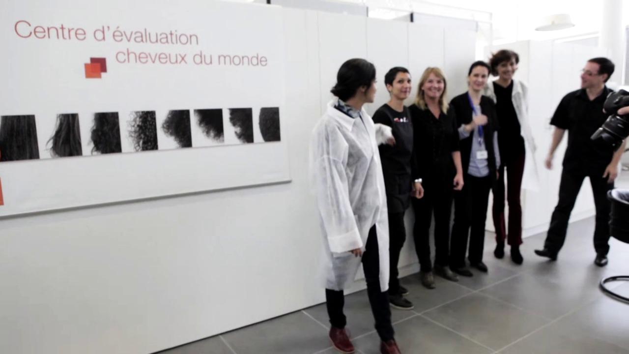 På laboratoriumet med Leila Bekhti og Ines De La Fressange