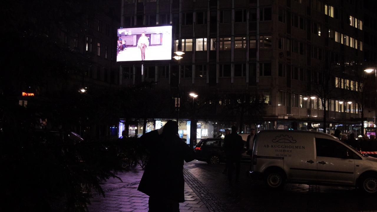 Modevisning från Beckmans Designhögskola livestreamad på Stureplan