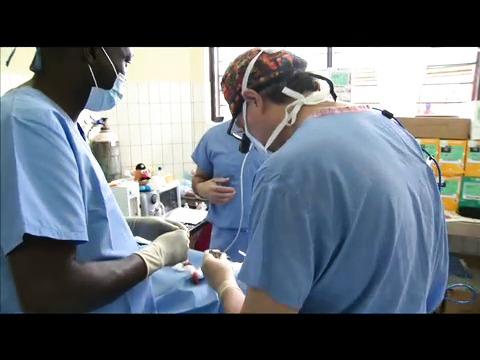 Följ med på ett medicinskt uppdrag i Rwanda
