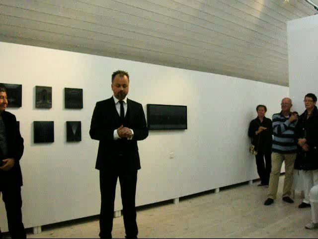 Hand-gjord rund-vandring i retrogardisten Rådlunds måleri i Edsvik konsthall Väst