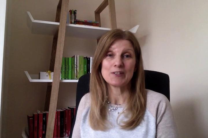 Sally Green säger hej till sina svenska fans