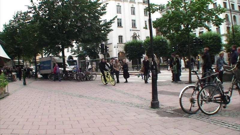 Hövding Guerilla event -- live crash at Stureplan