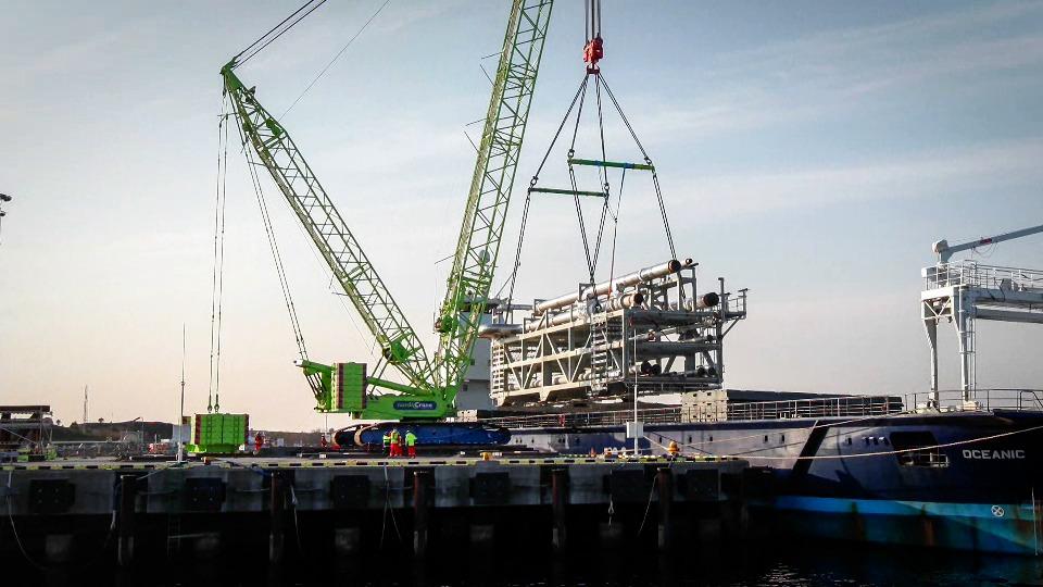 400 tonns modul forflyttes på Nyhamna landanlegg.
