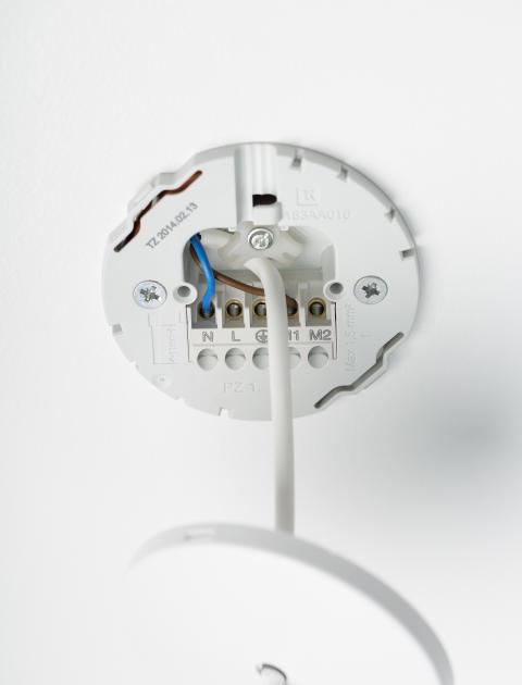 Nye lampeudtag fra Lauritz Knudsen giver sikker og hurtig montering - Schneider Electric Danmark