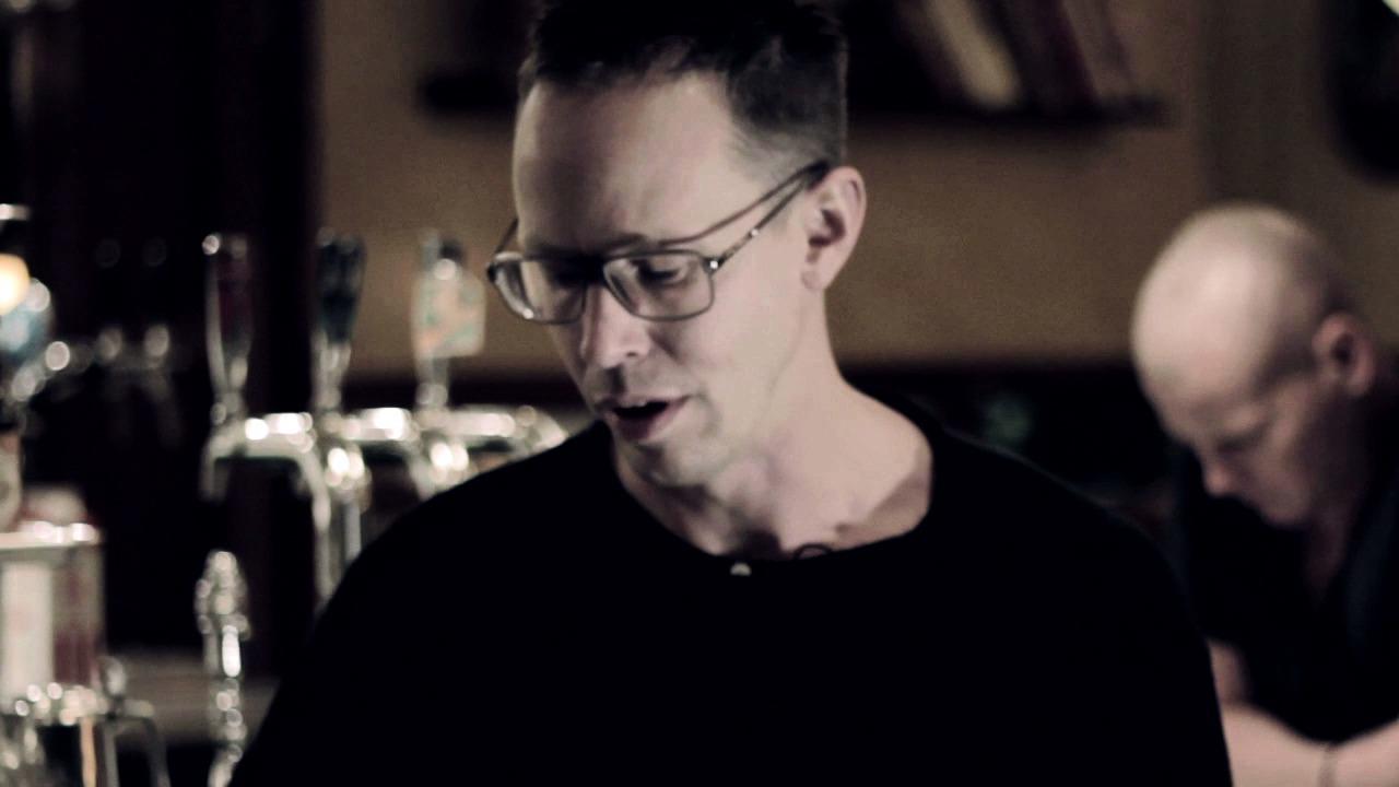 Markus Lutteman läser prologen ur Leon