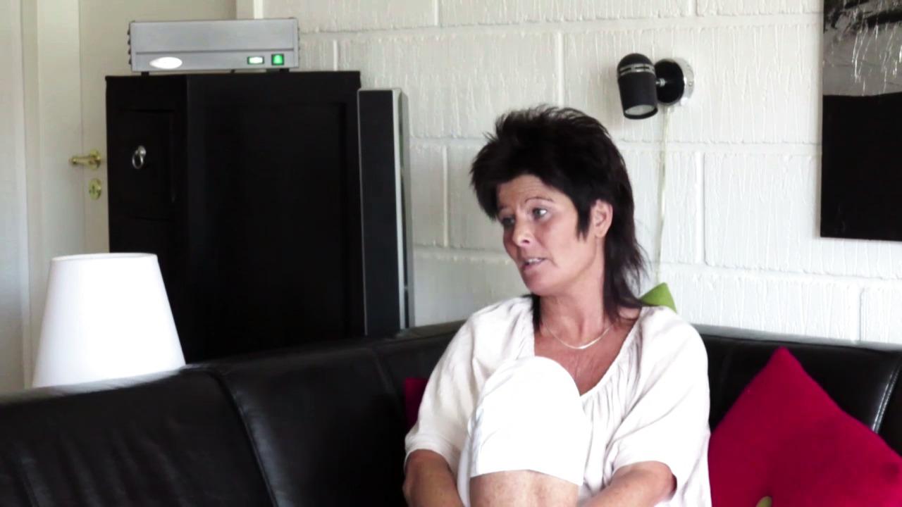 KOLS pasient slipper hosteanfall og medisiner. Se filmen om Jonna Nielsen og hennes MAC500 her.