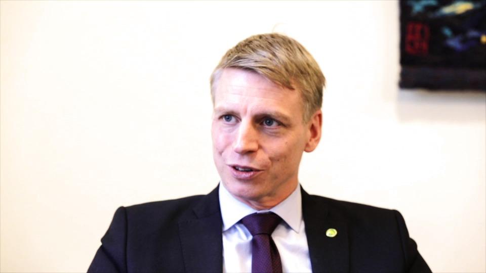 Finansmarknadsminister Per Bolund besöker Polarbröds bageri i Älvsbyn